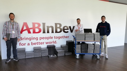 AB InBev doneert 200 gebruikte laptops aan Digital For Youth